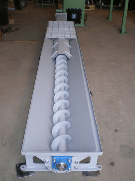 Screw conveyor with hopper